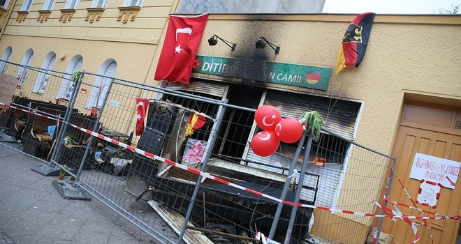 Almanya Yahudiler Merkez Konseyi Başkanı Schuster: Camilerin saldırılara uğraması skandaldır