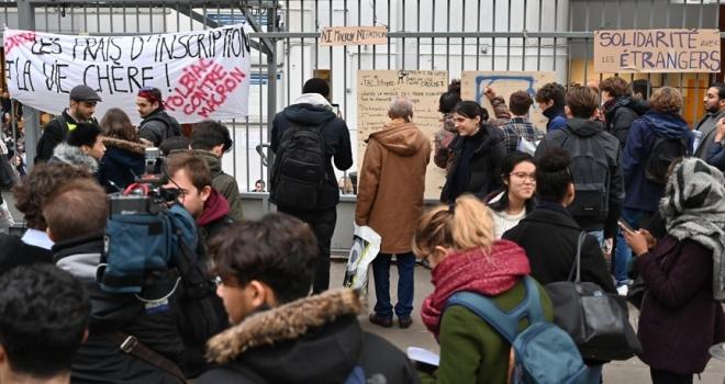 Fransa'da öğrencilerin eylemleri sürüyor