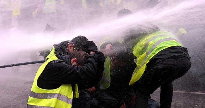 Fransa'da hükümete sarı yeleklilere ilişkin gensoru önergesi hazırlığı