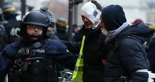 Paris'teki gösteride 167 gözaltı