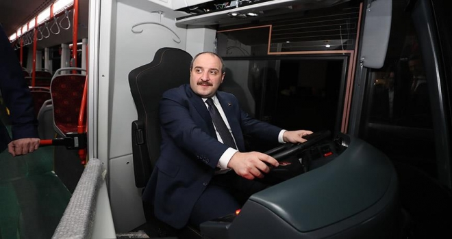 Bakan Varank sessiz otobüsün direksiyonuna geçti