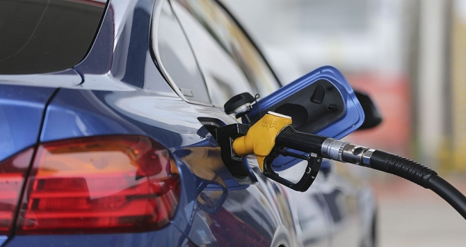 Benzinli otomobiller 'geri vites'te
