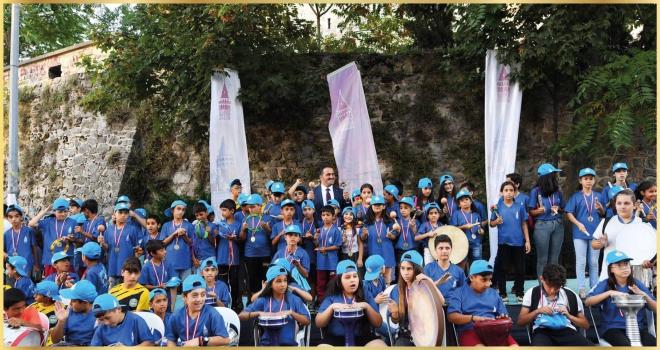 Çocuklardan Galata Meydanı'nda müzik ziyafeti